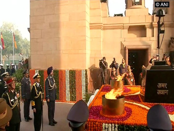 Rahul pays tribute to soldiers on Army Day